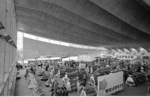 Wnętrze Supersamu, widok z antresoli (1962-1967r.) Zbyszko Siemaszko / NAC