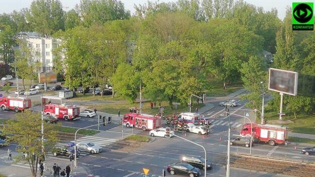 Auta zderzyły się na skrzyżowaniu. Jeden z kierowców został ranny