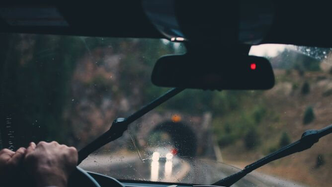 Deszcz utrudni jazdę niemal w całym kraju