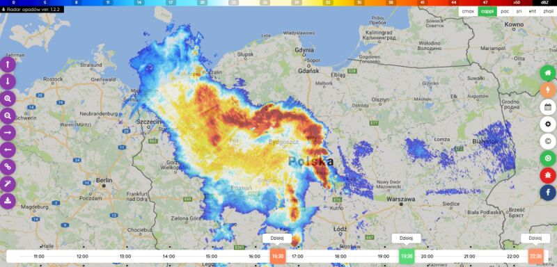 Bow echo widać na mapie (radar-opadow.pl/IMGW)