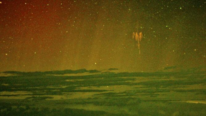 """To nie UFO, to """"chochliki"""" - naukowcy rozwiązali zagadkę barwnych wyładowań atmosferycznych"""
