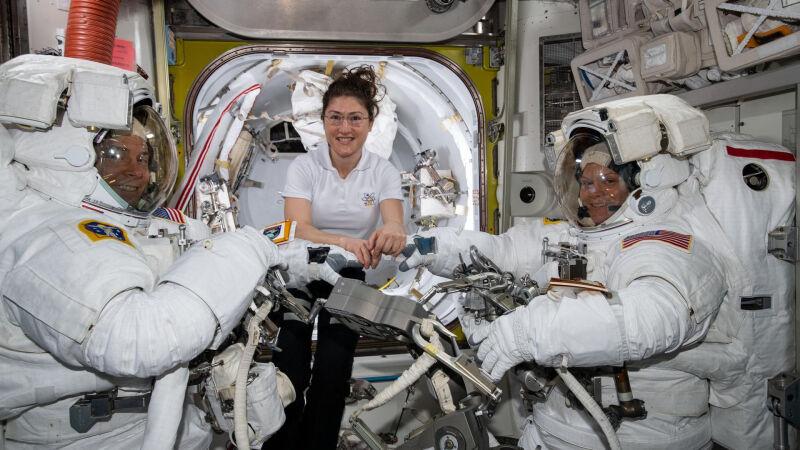 Christina Koch, Nick Hague i Anne McClain na pokładzie ISS