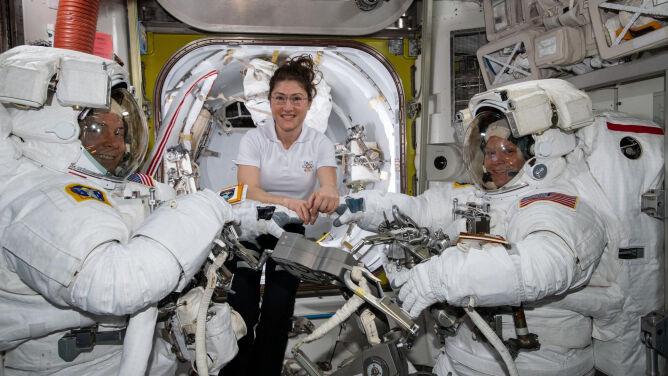 Pierwszy wyłącznie kobiecy spacer kosmiczny odwołany
