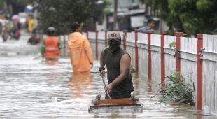 Powódź w Indonezji (PAP/EPA/ADI WEDA/BAGUS INDAHONO/MAST IRHAM)