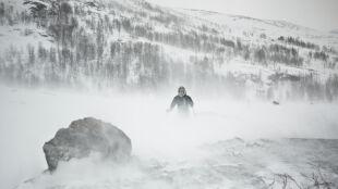 Sztorm, zawieje, gołoledź i intensywne opady śniegu. Coraz więcej ostrzeżeń